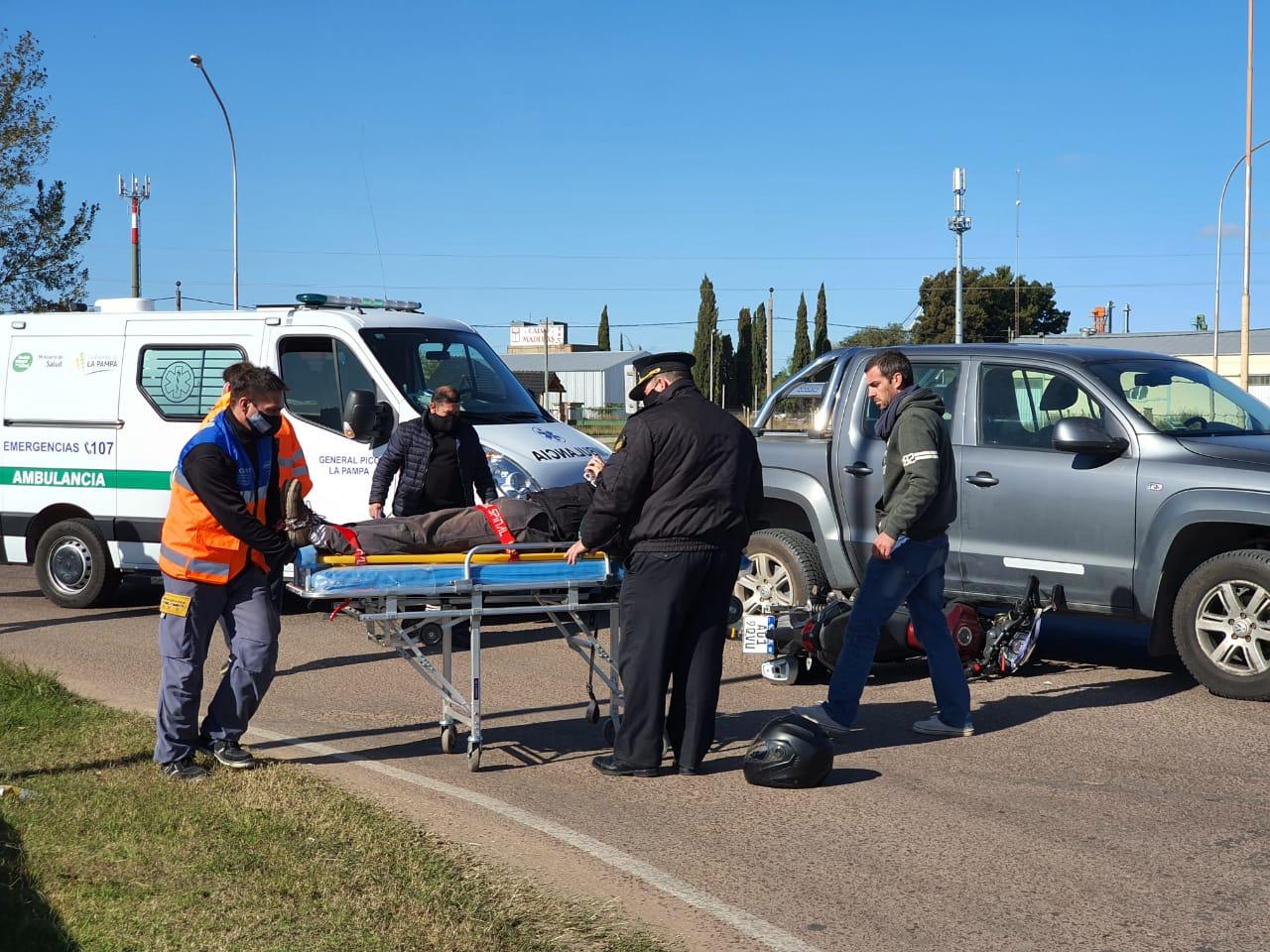 """Accidente en la rotonda """"Perón"""": Trasladan una persona al hospital"""
