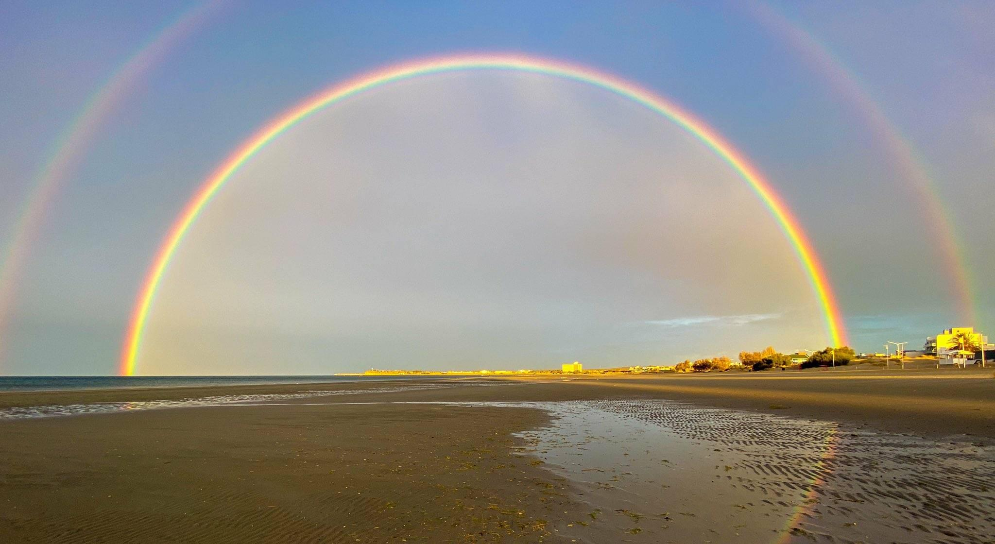 """Increíble y hermoso espectáculo de la naturaleza: Mirá el """"doble arcoíris perfecto"""" de Puerto Madryn"""