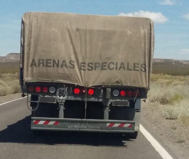 Un joven y su novia embarazada ingresaron a La Pampa desde Córdoba, escondidos en un camión cargado con arena
