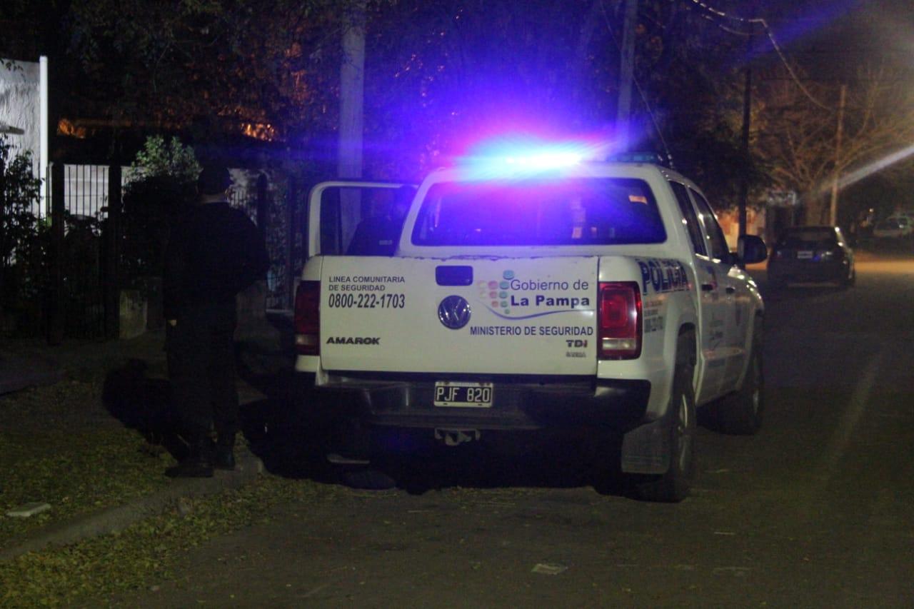 Detienen a dos personas; Uno de ellos tenía pedido de captura y portaba un arma de fuego