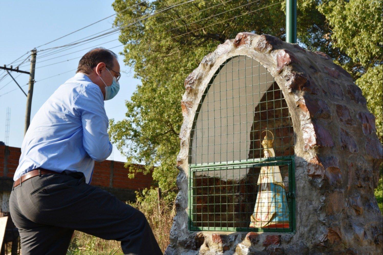 Corrientes: Instalaron una gruta de la Virgen donde antes había un basural para que los vecinos dejen de ensuciar