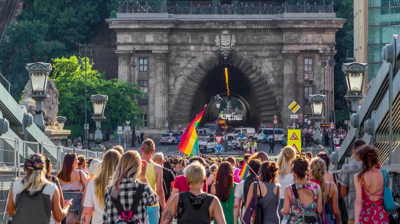 Hungría deja de reconocer legalmente la identidad de género de las personas trans