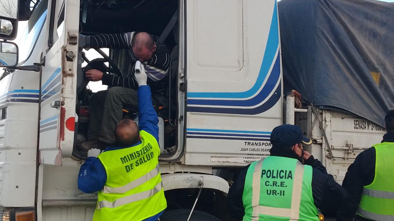 Salud y seguridad en los accesos a General Pico: Controlan documentación y llevan a cabo protocolo de salud