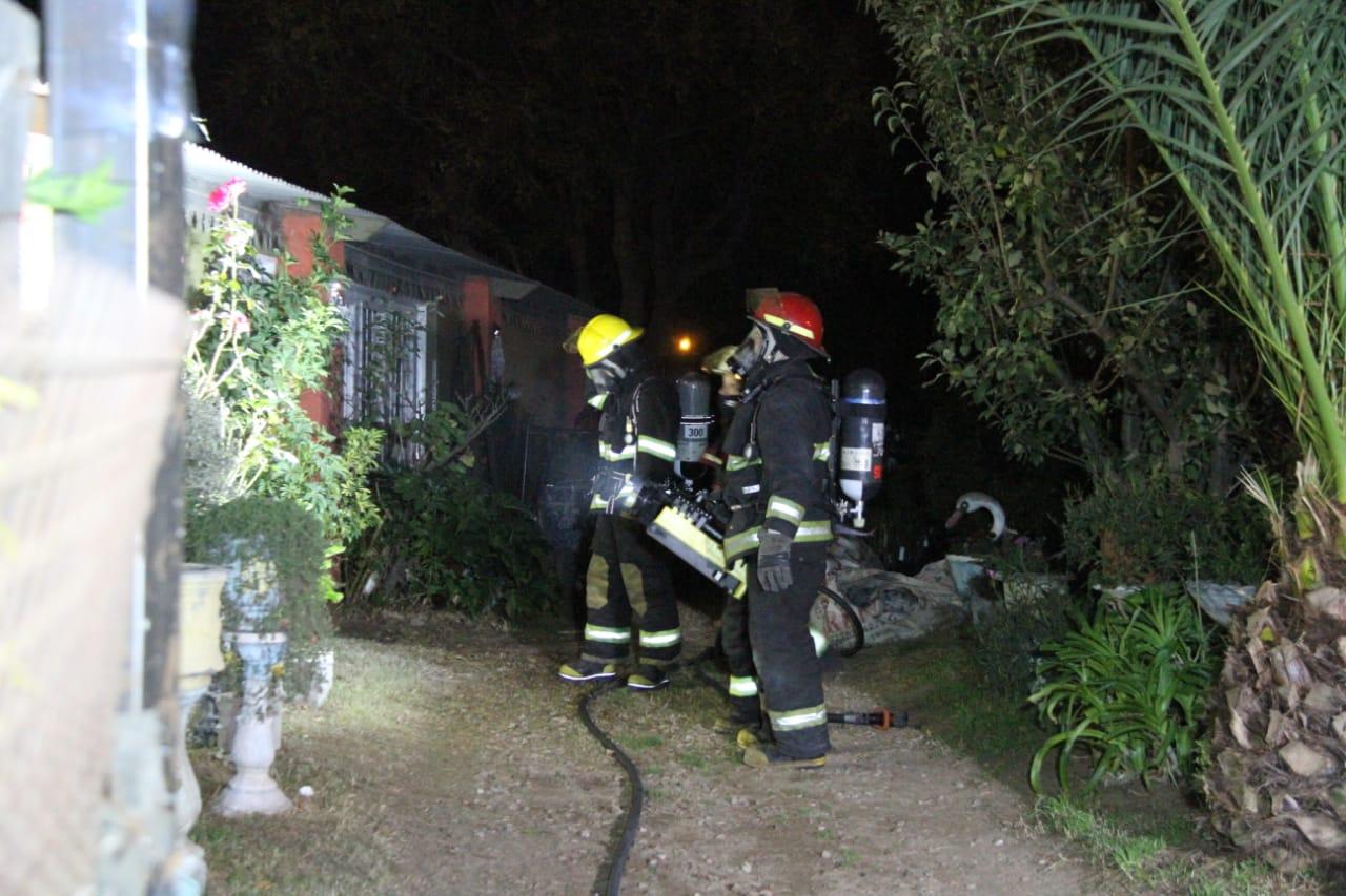 Bomberos trabajó en un incendio de vivienda en barrio Carlos Berg