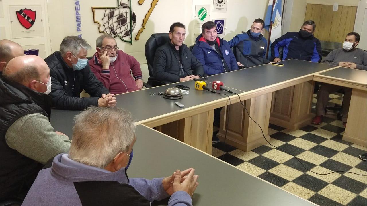 La Liga Pampeana pidió que los clubes paguen sus aranceles y recordó que está prohibido realizar entrenamientos