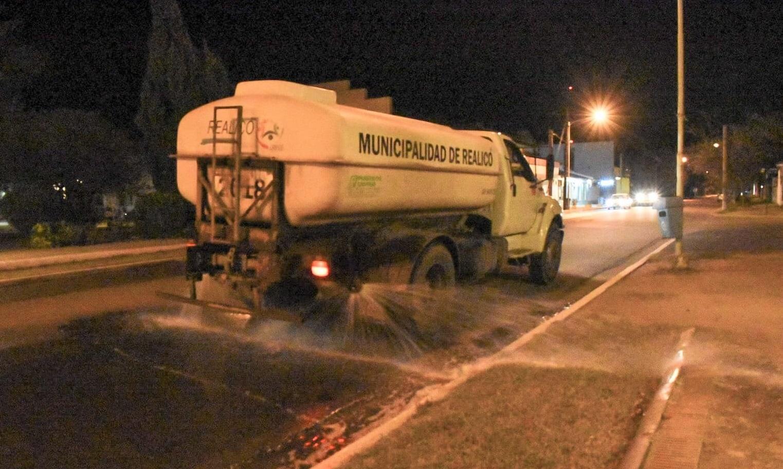 Realicó refuerza los trabajos de desinfección con agua clorada en las calles de la localidad