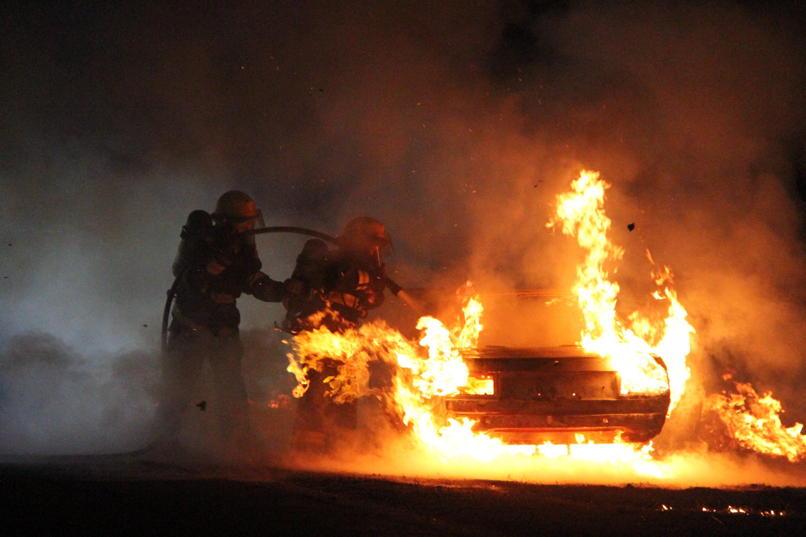 Mirá el sorprendente incendio de un WV Senda en la Ruta 101 a través de 10 fotos en Ultra HD