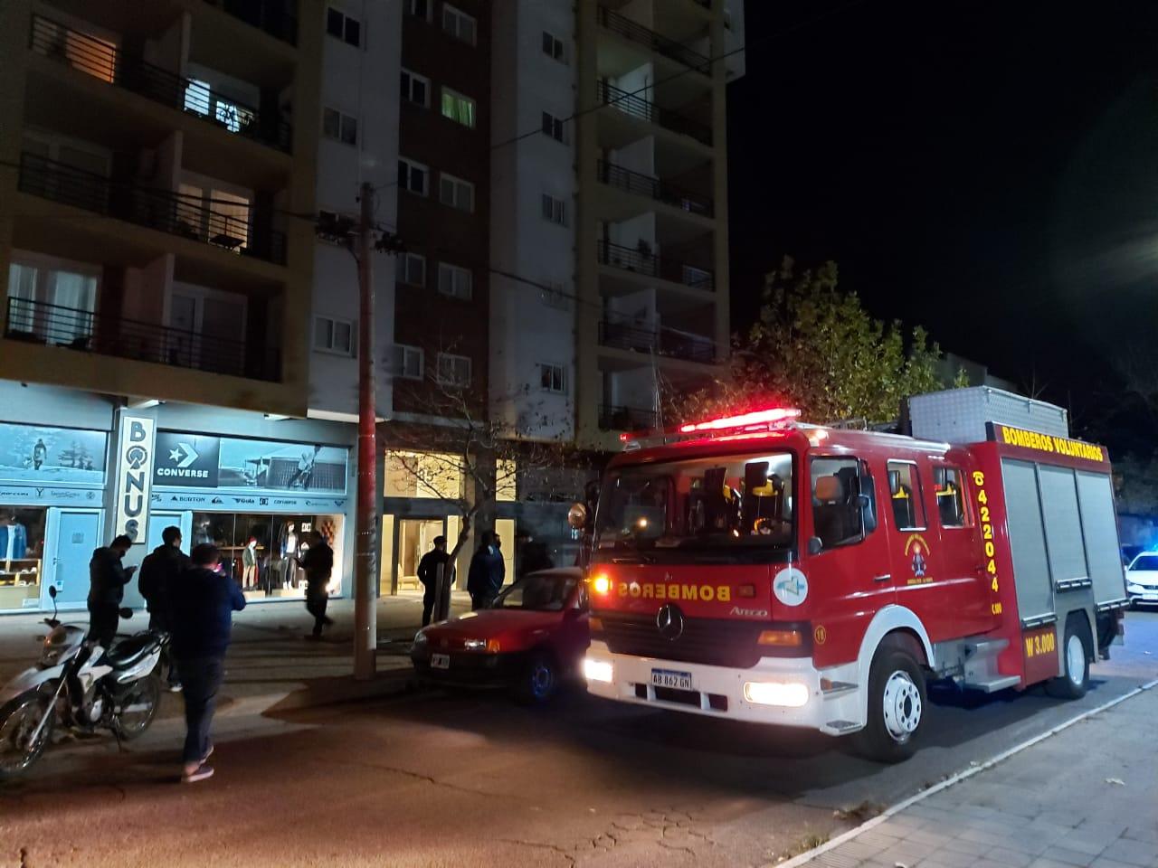 """Principio de incendio en edificio de Avenida San Martín y calle 5: """"En uno de los motores del ascensor se había quemado la empaquetadura del bobinado"""""""