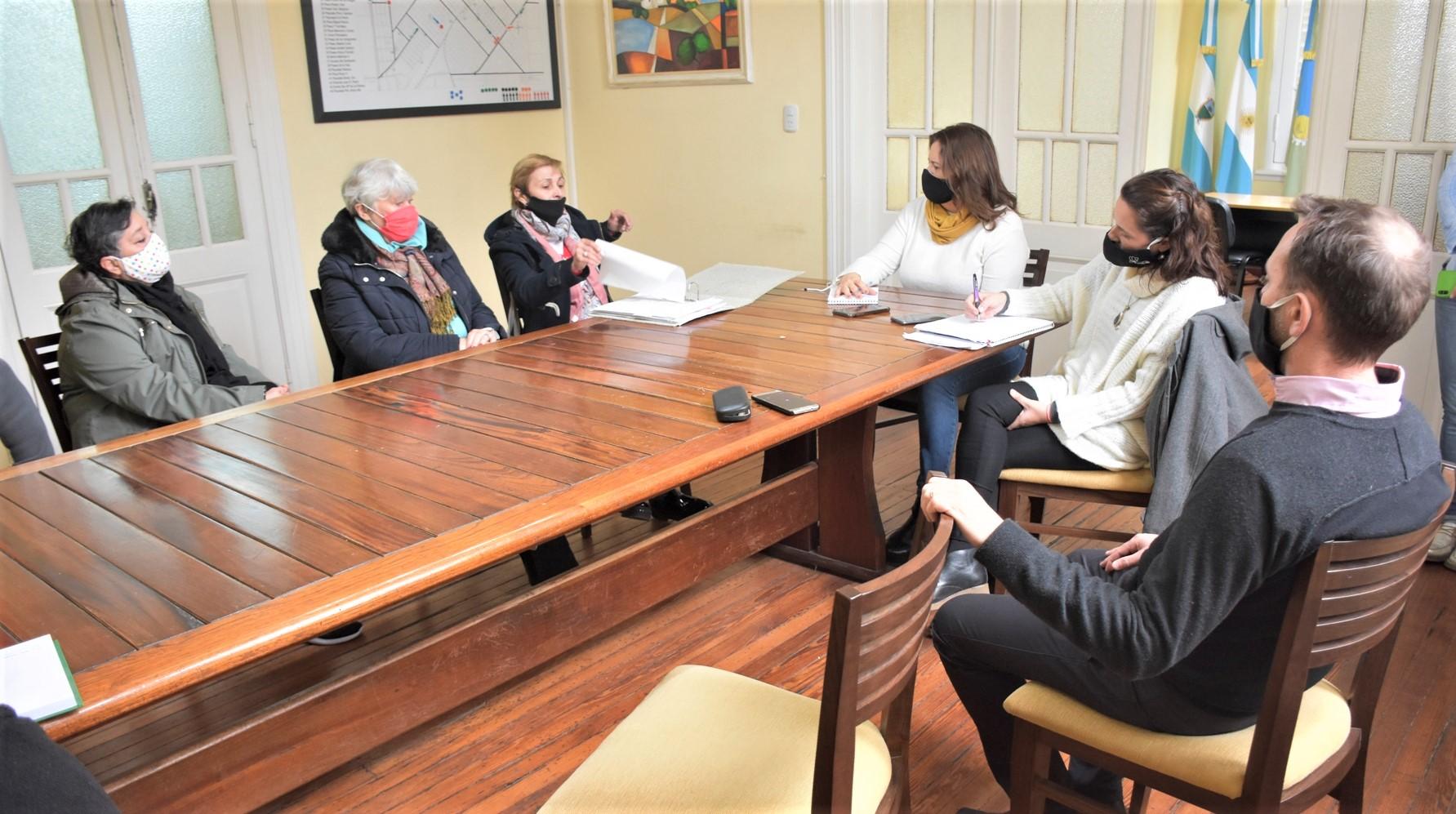 Vecinos del Malvinas piden soluciones a los problemas edilicios y de recolección de residuos que tiene el barrio