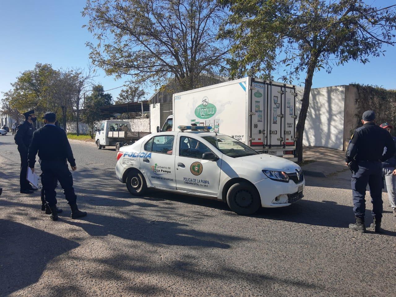 Delincuente intentó robar un camión repartidor de lácteos y fue reducido por uno de los trabajadores