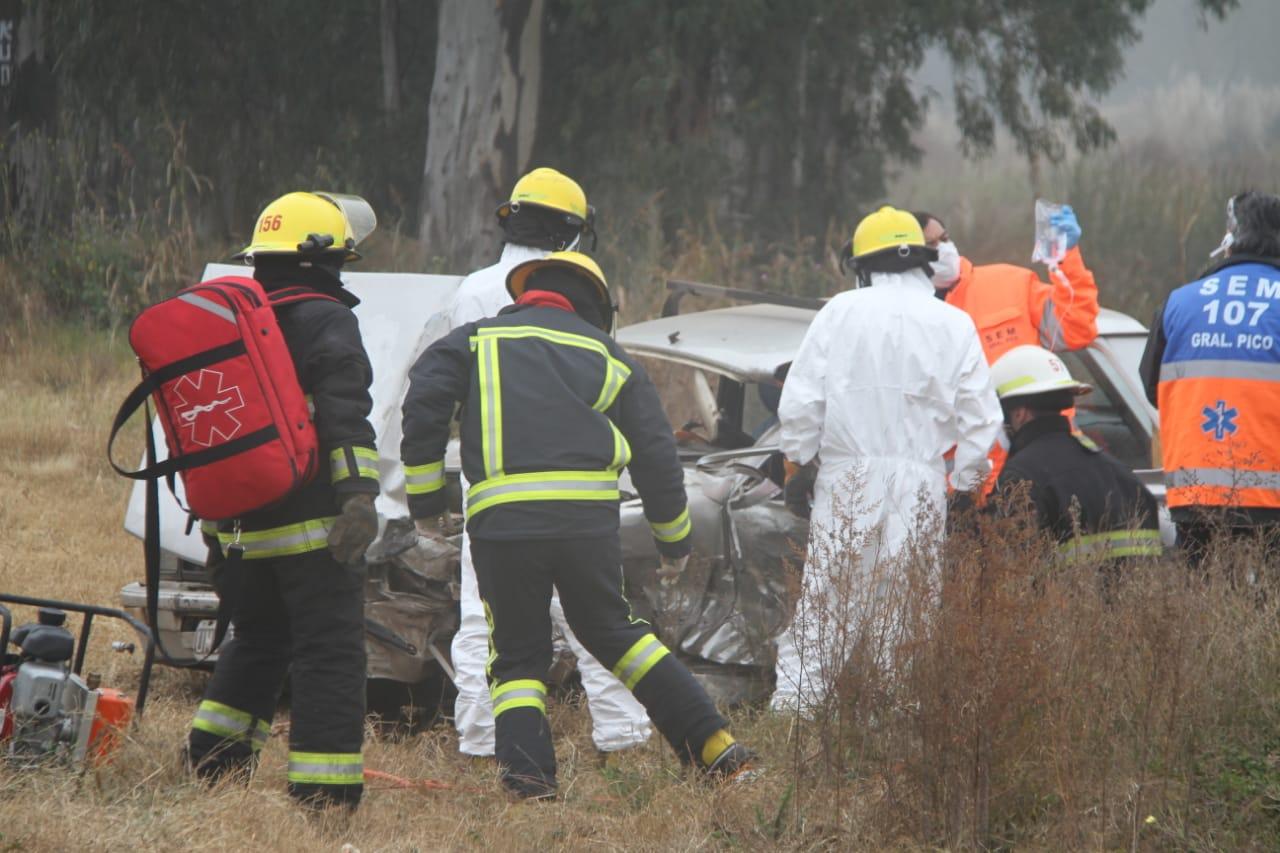 Grave accidente: Bomberos debió trabajar por más de 50 minutos para sacar al hombre que quedó atrapado