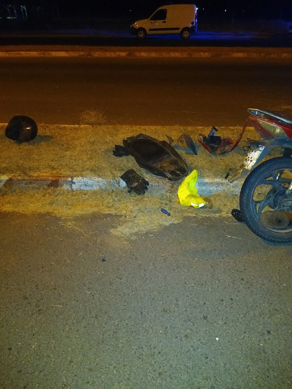 Motociclista se accidentó en la madrugada y fue trasladado al hospital