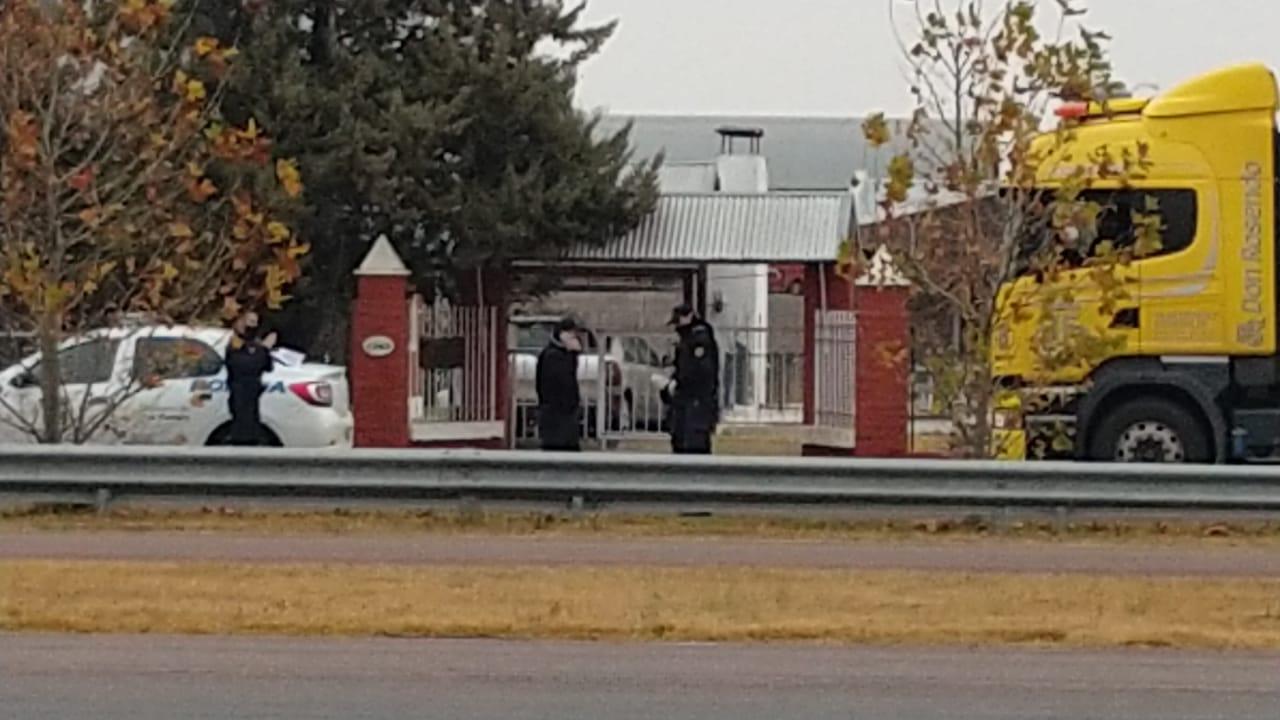 Un camionero de General Villegas detuvo su marcha e ingresó a supermercado: En el lugar trabajó la policía y el SEM