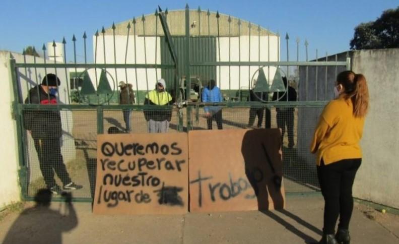 """Trece trabajadores de la Planta de Reciclado de Castex tomaron pacíficamente el lugar para reclamar: """"No queremos perder derechos que tenemos desde hace once años"""""""