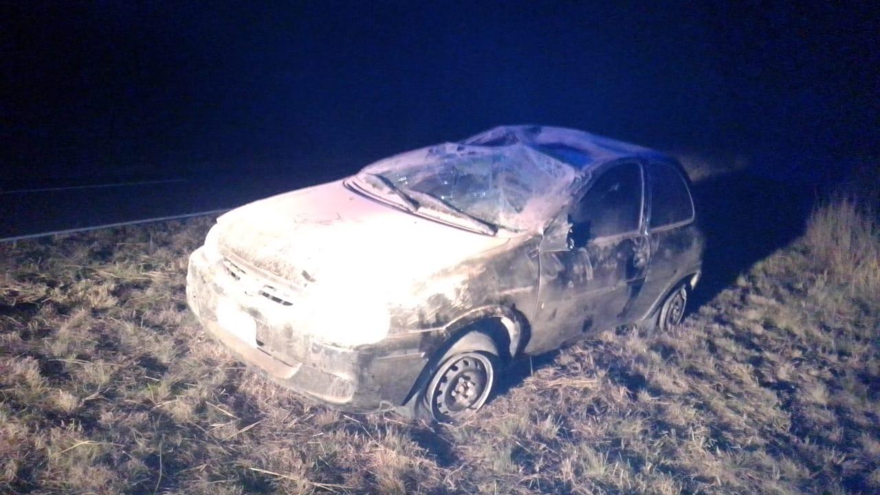 """""""Mordió"""" la banquina, perdió el control y terminó volcando en la Ruta 102: Un hombre fue trasladado por el SEM a Castex"""