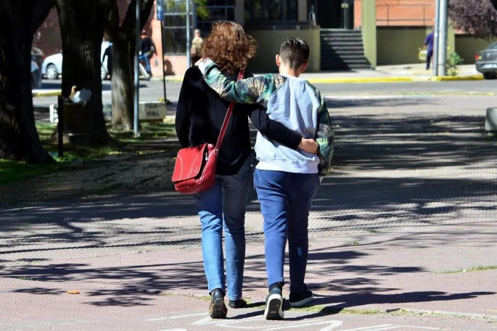 La justicia abrió una convocatoria para la adopción de dos adolescentes de 12 y 14 años