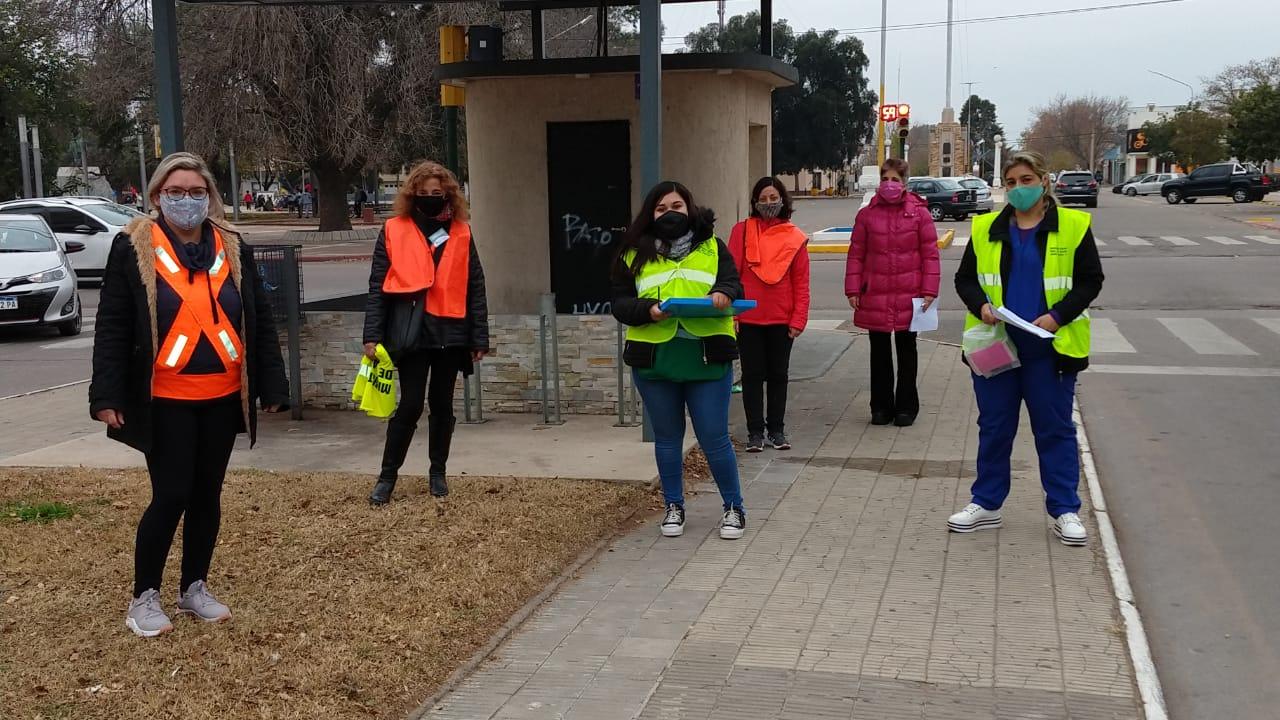 Desarrollaron actividades de prevención y repartieron tapabocas en la Plaza San Martín