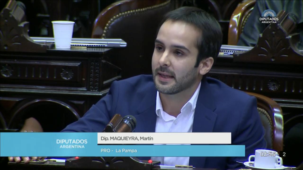 Maquieyra acompañó la presentación de un paquete de 7 leyes para implementar y ayudar a los más afectados de la pandemia