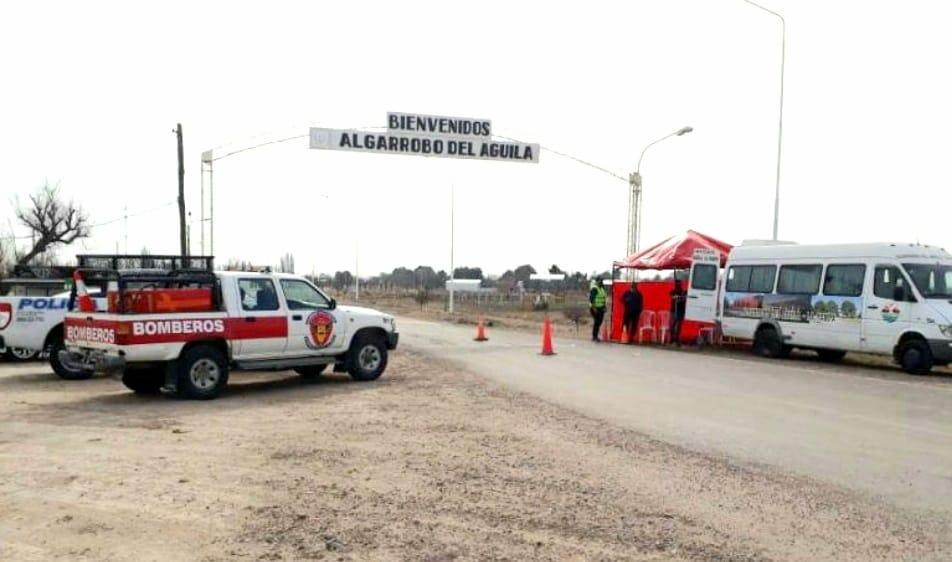 Algarrobo del Águila: Bomberos, Policía y Salud siguen trabajando en equipo en el retén de ingreso a la localidad