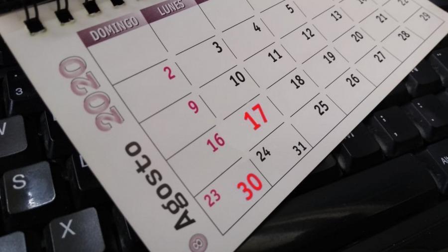 Decretan feriado y día no laborable en agosto