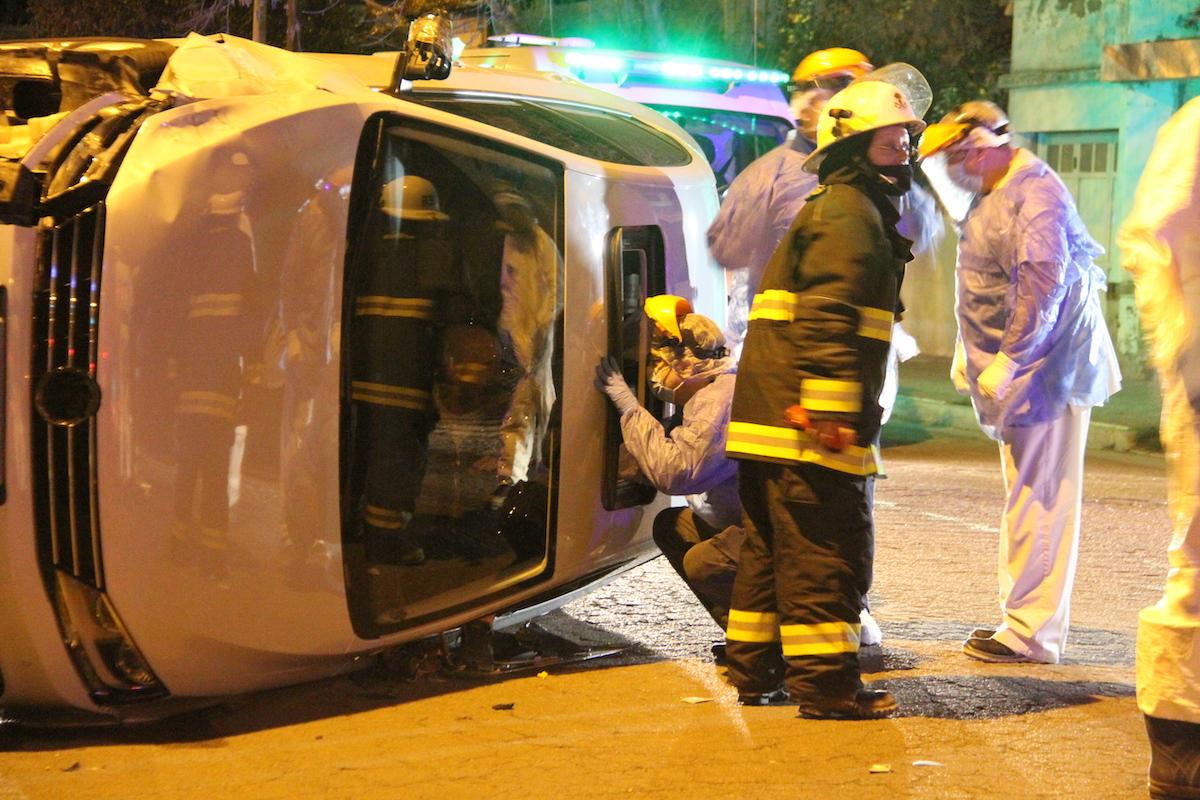 Un auto volcó en General Pico y su conductor quedó atrapado