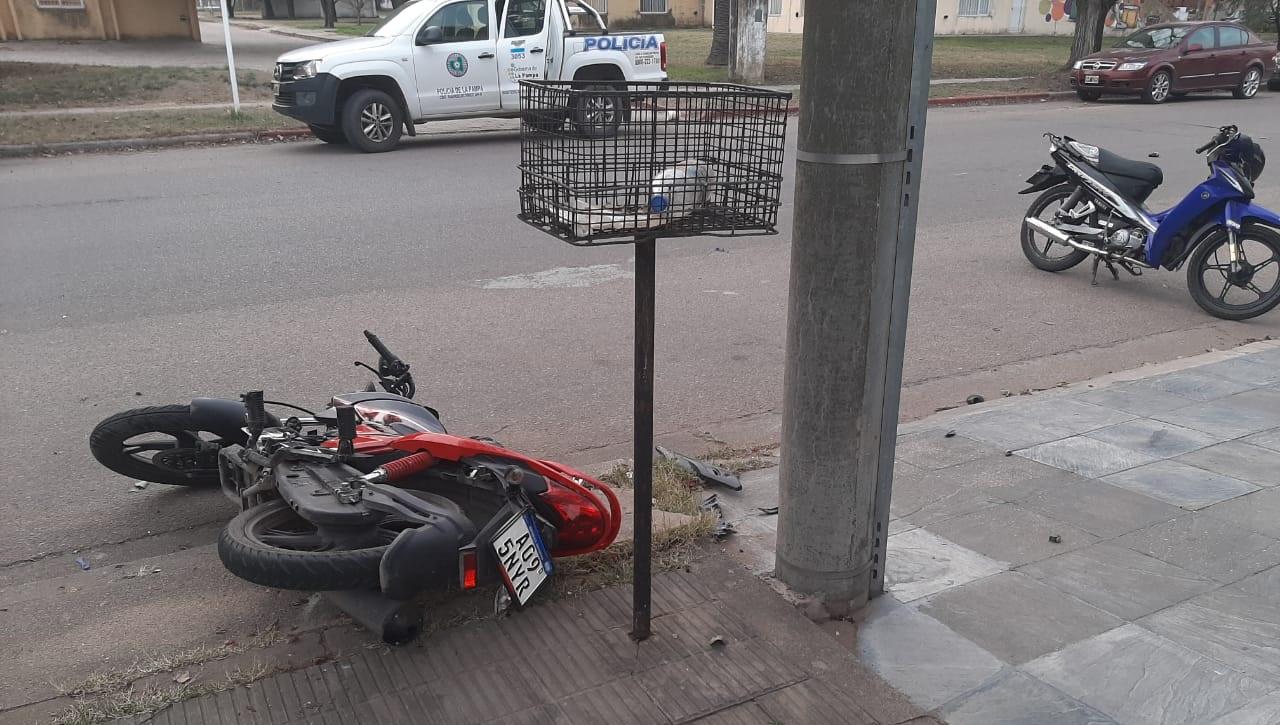 Accidente entre motos en calle 103 entre 12 y 14: Un hombre fue trasladado al Hospital