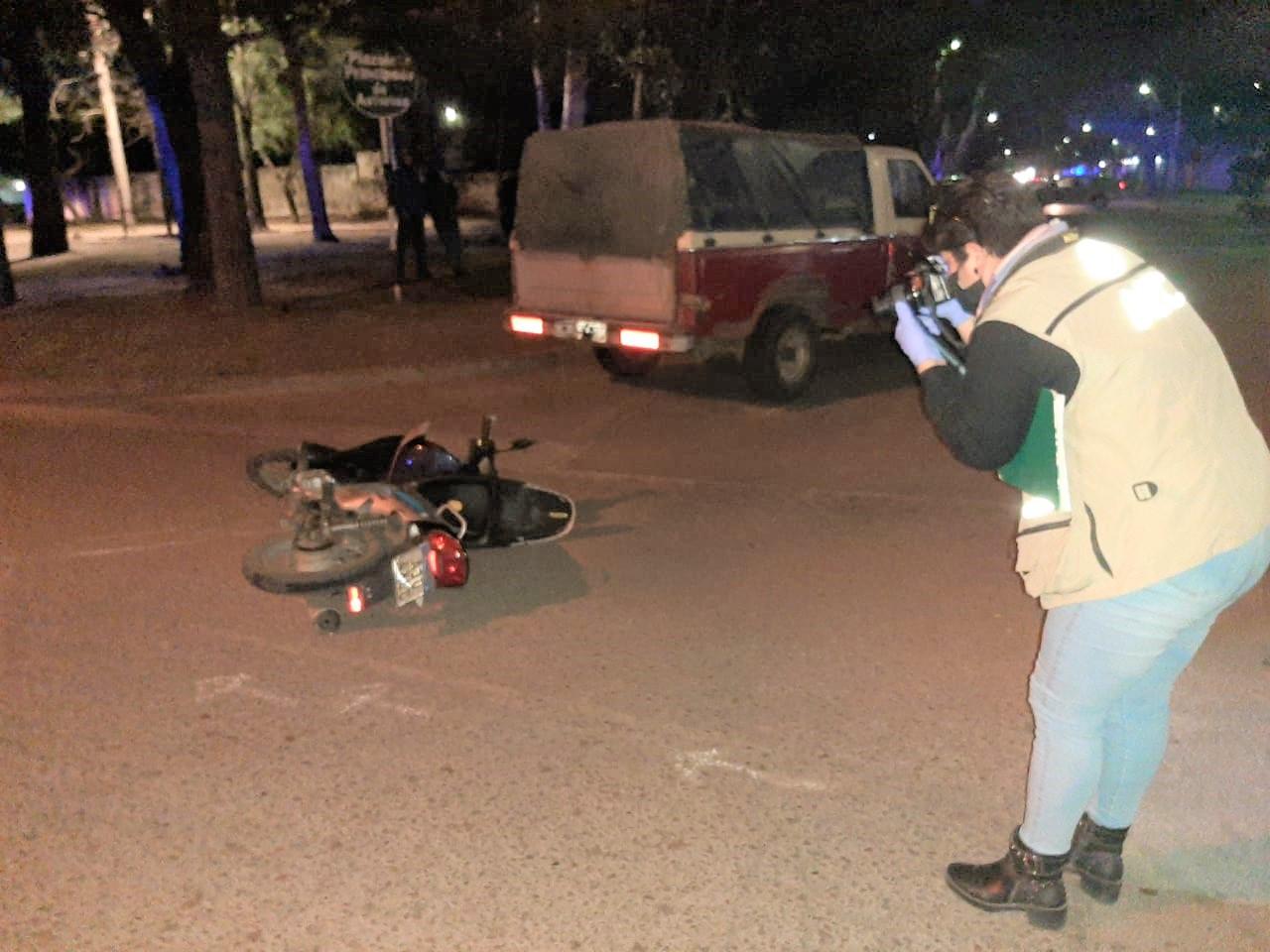 Choque entre camioneta y moto en calle 115 y 4: Una mujer y un menor de edad fueron hospitalizados