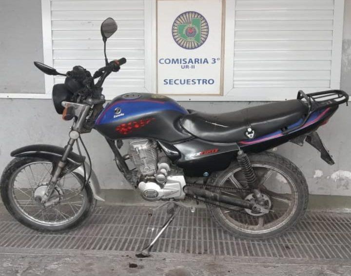 Policías recuperaron un celular y una moto que habían sustraído días atrás