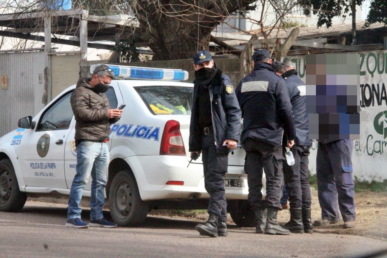 La policía realizó procedimiento y notificó 10 personas que estaban reunidas para comer un asado