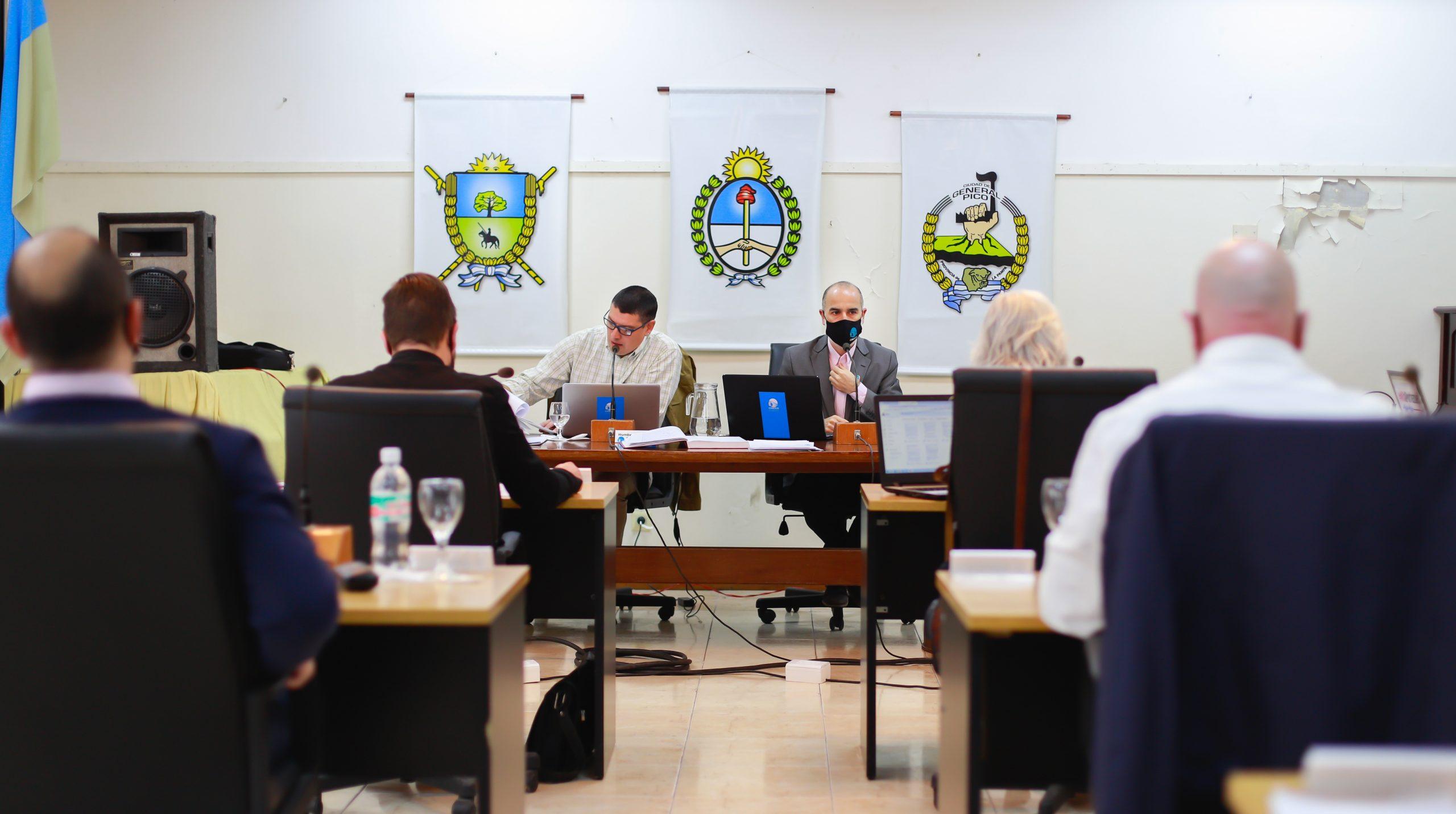 Con el eje puesto en el cupo femenino y en el programa de regularización de deudas municipales, se desarrolló una nueva sesión del Concejo Deliberante