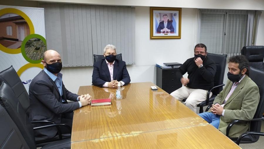 Reunión entre el IPAV y representantes del Consejo de Ingenieros