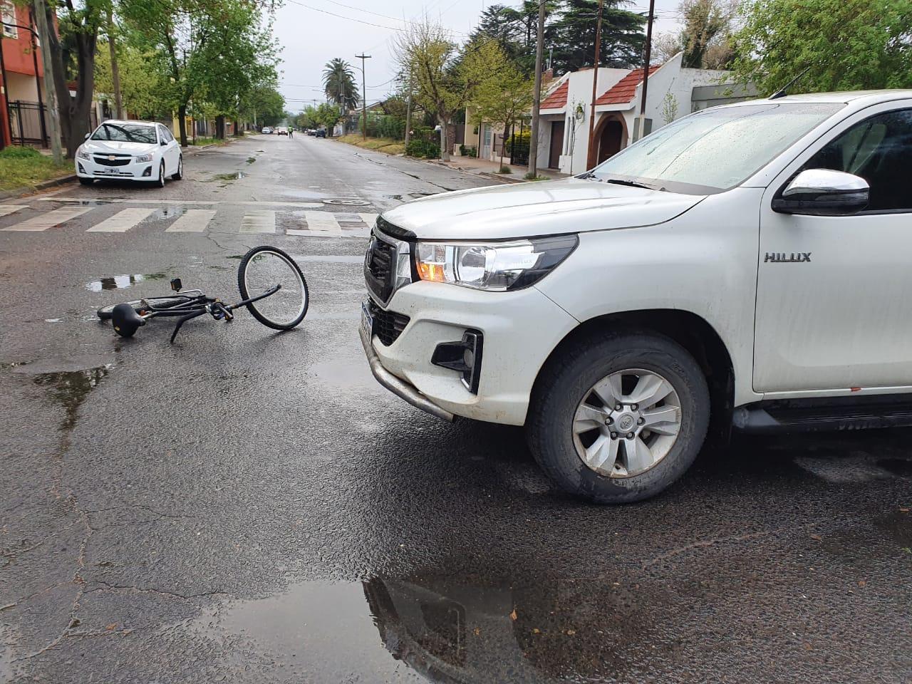 Tras accidente un joven ciclista fue trasladado al hospital local