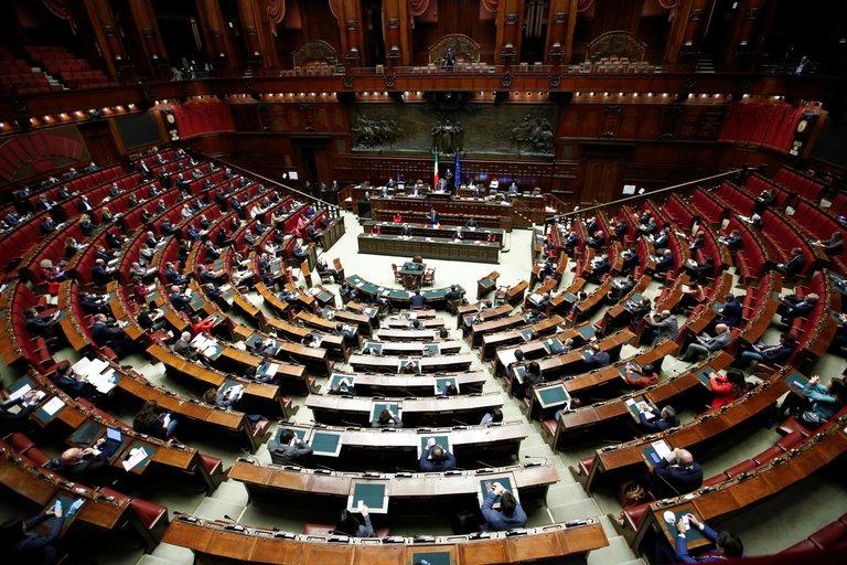 Italia: Se aprobó la reducción de 345 bancas del Senado y la Cámara de Diputados