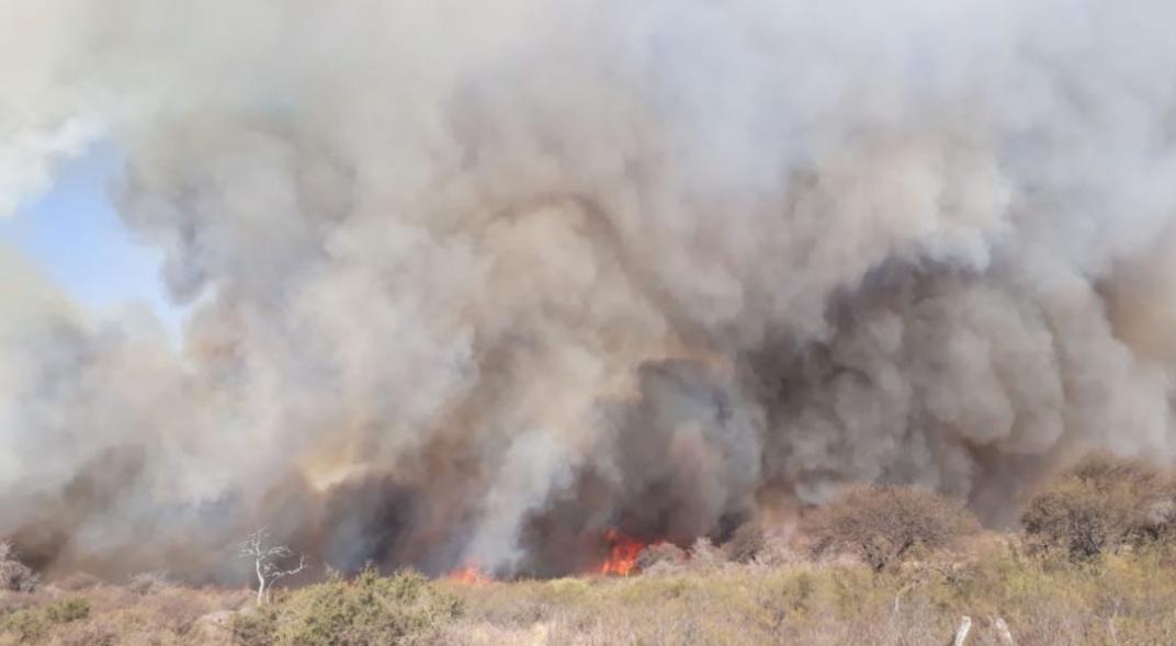 Incendios en Córdoba: Bomberos extinguieron los focos principales, pero alertan por riesgo extremo