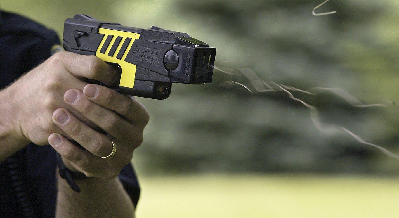 Mientras el Gobierno rechaza el uso de las Taser, Santilli confirmó que comprará 300 para la Policía de la Ciudad de Buenos Aires