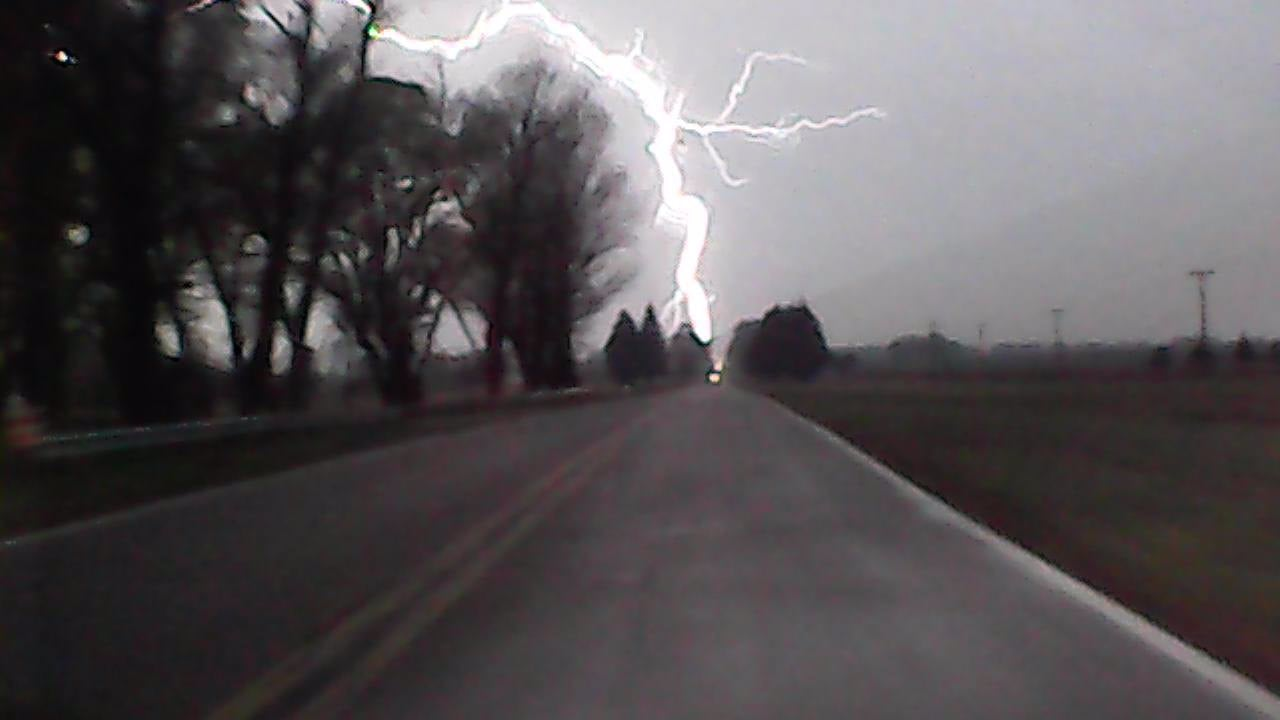 Impresionantes imágenes de la tormenta tomadas hoy en la Ruta 5 cerca de Anguil