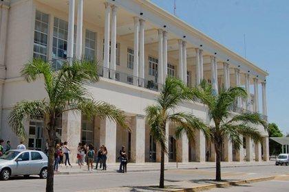 Córdoba: detienen a un profesor y a otras dos personas por cobrar a estudiantes para aprobar materias