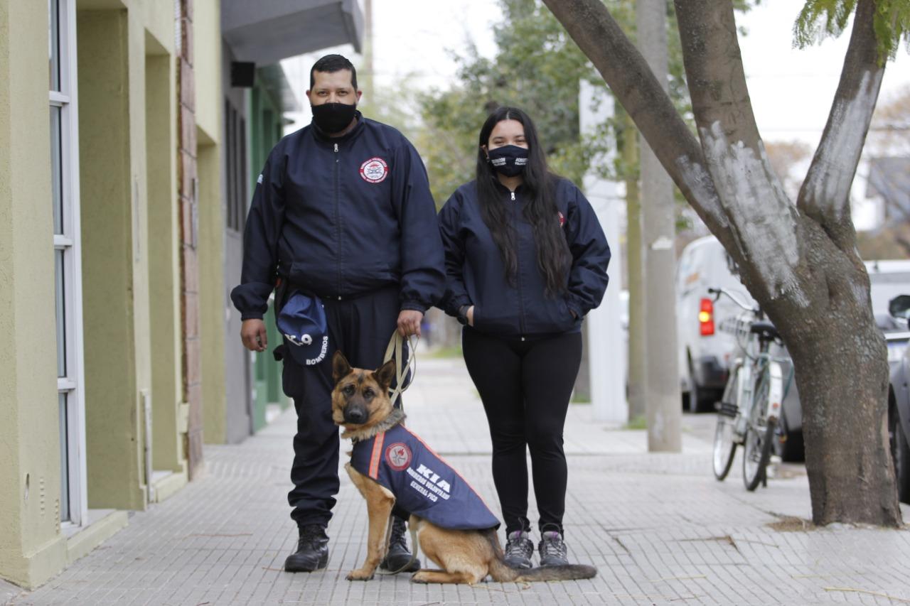 """Roque y su perra """"Kia"""" trabajan intensamente para lograr la certificación y transformar el animal en una """"perra de Rescate"""""""