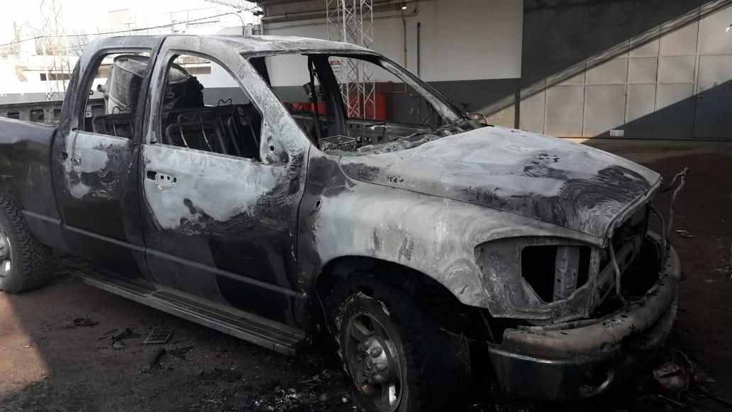 Comisaría Primera intervino en un hecho de abigeato en el predio de la Facultad de Veterinarias y trabajó durante la madrugada para sofocar el incendio de una camioneta