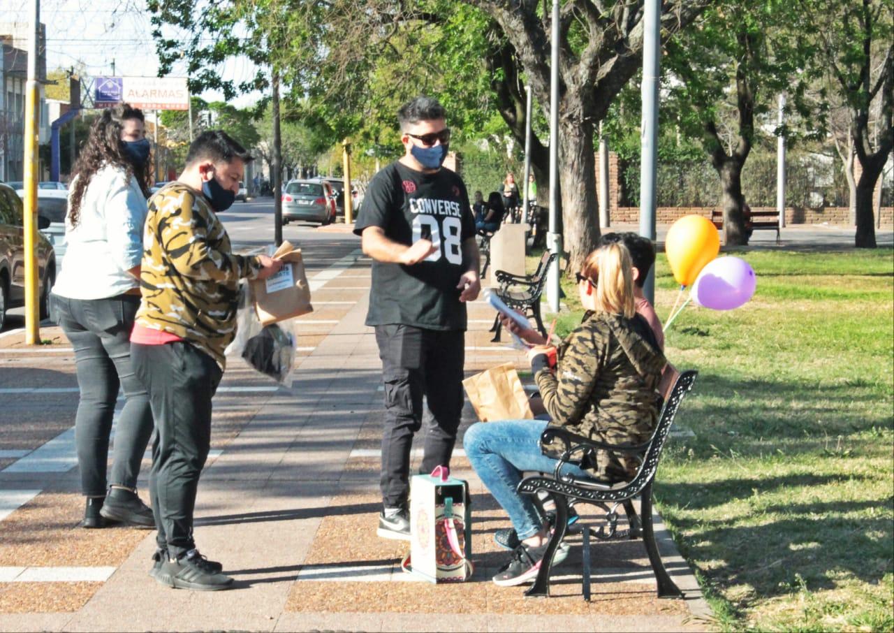 Recorren espacios públicos piquenses concientizando sobre las medidas de precaución para el COVID-19
