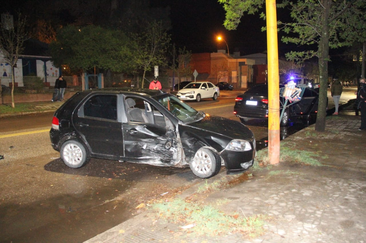Un hombre fue trasladado al hospital tras un violento choque en la medianoche