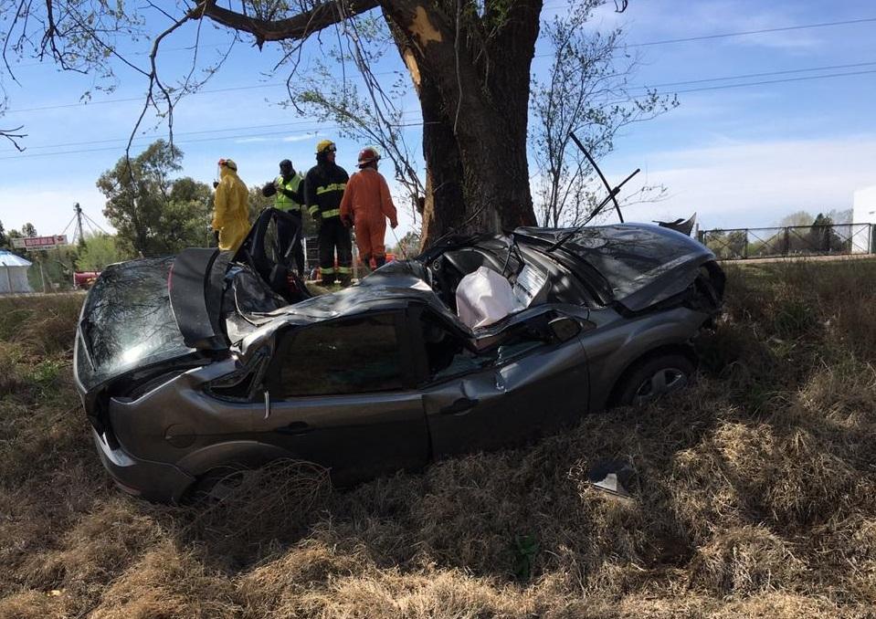 Accidente fatal en el acceso sur de Macachín: Murió un joven de 28 años oriundo de Miguel Riglos