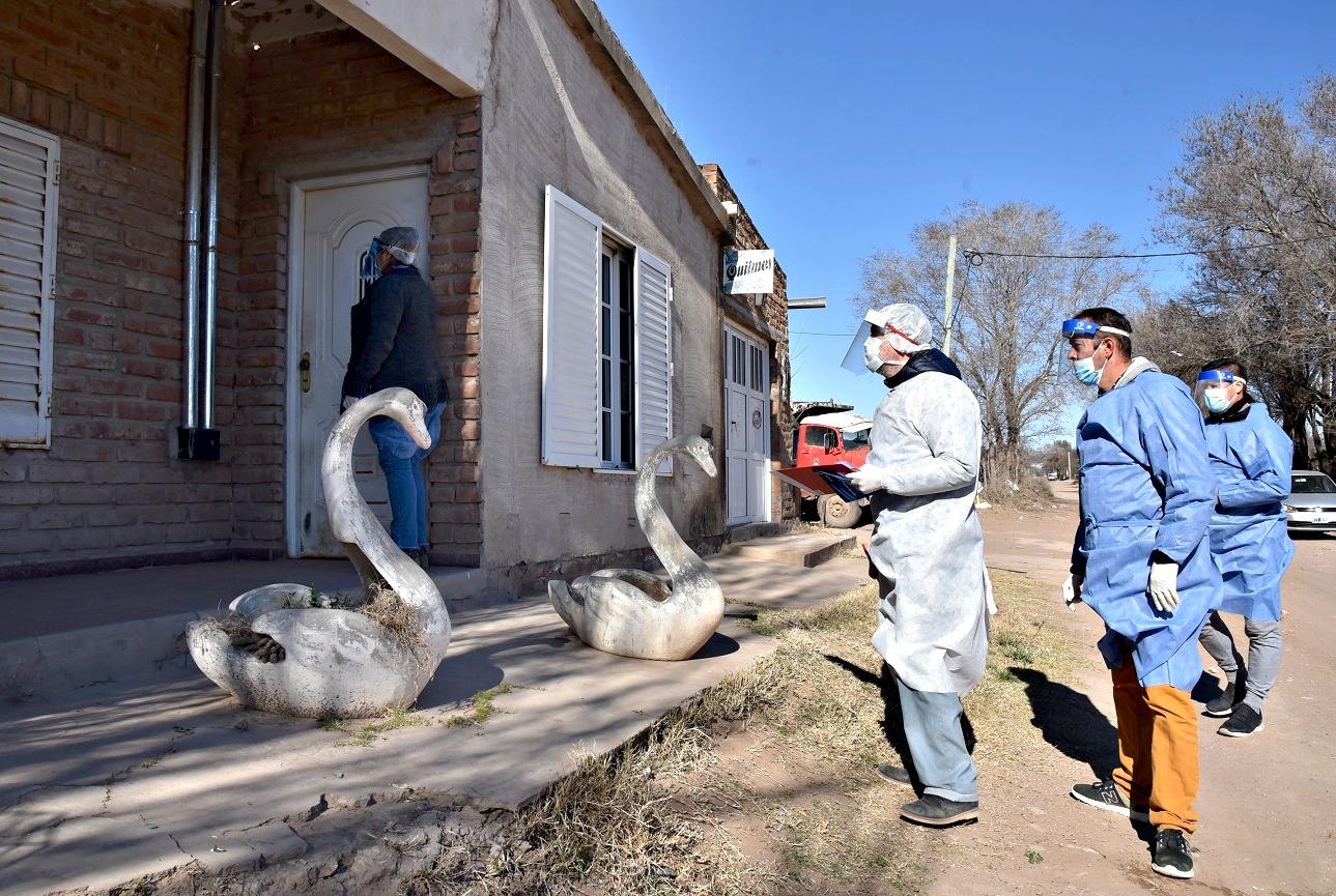 """""""Búsqueda Activa"""" en dos barrios de Santa Rosa: Se evaluaron 351 viviendas, se monitoreo a 1583 personas y tres de ellas fueron hisopadas"""