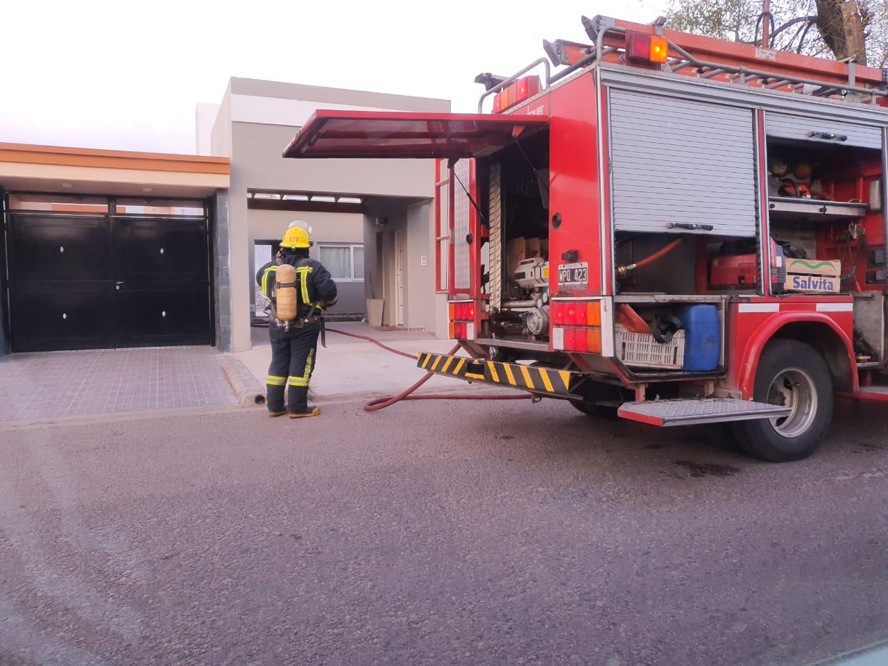 Bomberos acudió a un incendio de un patio de vivienda