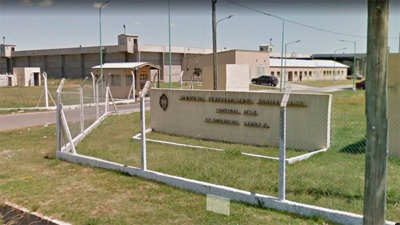 Internos de una cárcel bonaerense donaron una cabina sanitizante anticoronavirus a una escuela
