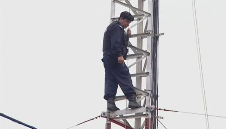La Matanza: Un policía se atrincheró y amenazó con arrojarse de una torre