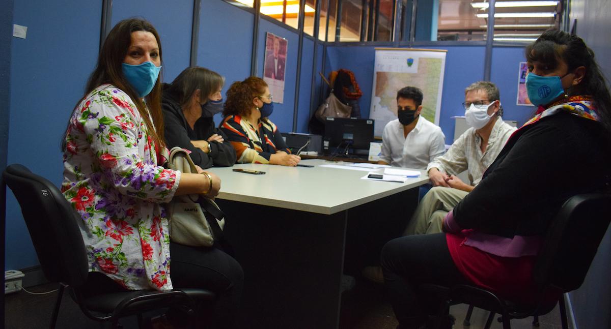 Buscan una nueva ley antifinancieras en La Pampa, para que los sueldos de empleados públicos tengan un tope en los embargos