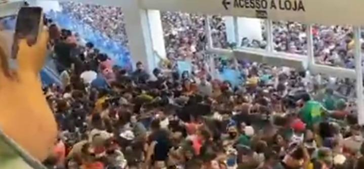 Brasil: descontrol y avalancha de gente en la apertura de un shopping