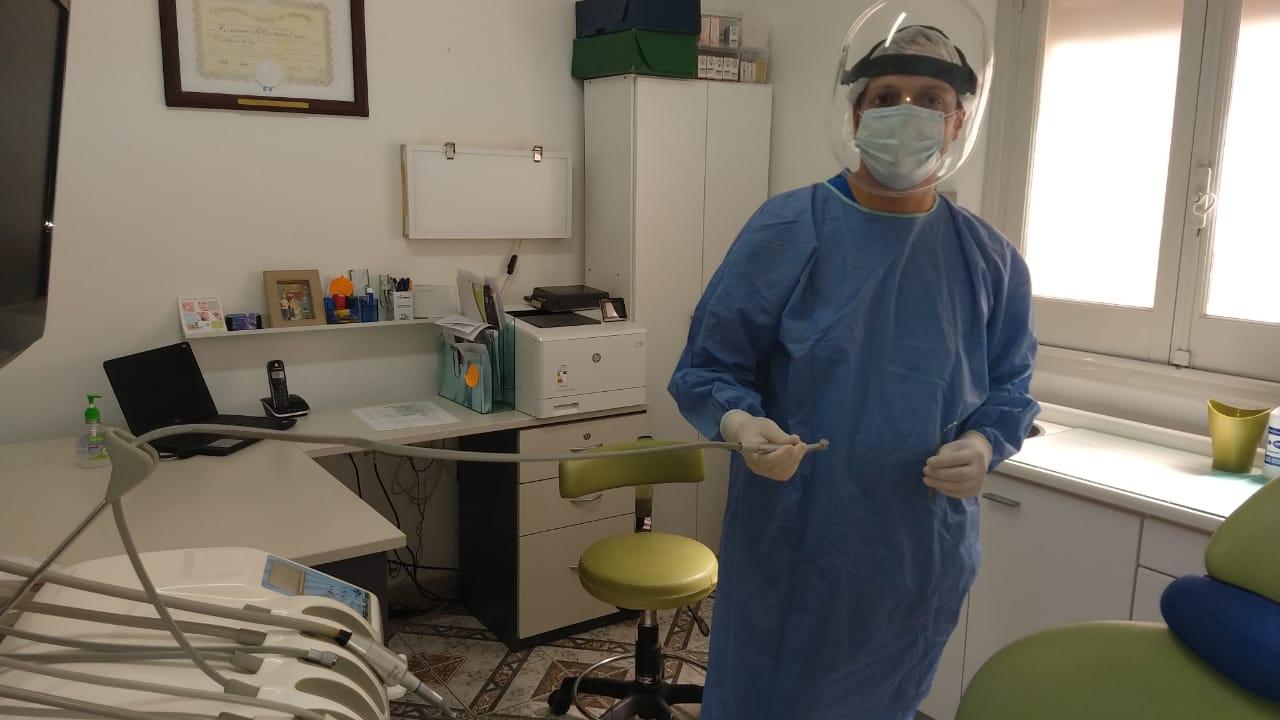 """Fernando Luna, odontólogo: """"Hace siete  meses que estamos atravesando una situación difícil y la atención de pacientes ha disminuido"""""""