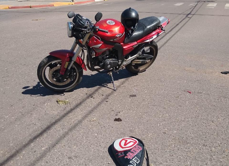 Motociclista sufrió fractura de clavícula derecha tras accidente